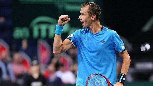 Vítězné gesto Lukáše Rosola po jedné z výměn s Němcem Alexanderem Zverevem.