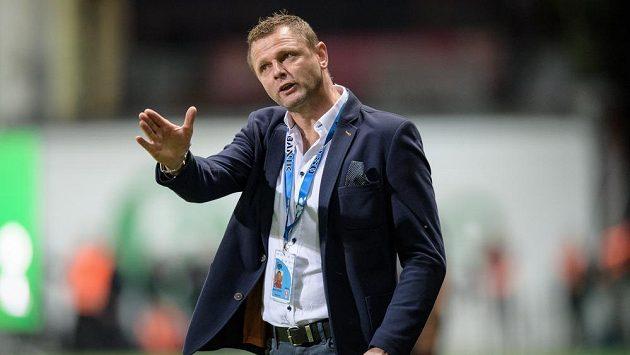 Trenér Baníku Ostrava Radim Kučera gestikuluje