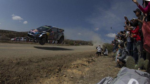Jari-Matti Latvala s Volkswagenem Polo WRC na archivním snímku z Mexické rallye.