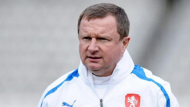 Trenér Pavel Vrba během tréninku české fotbalové reprezentace před utkáním s Norskem.