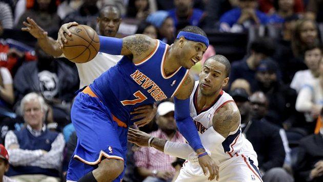 Carmelo Anthony (vlevo) byl zase k nezastavení.