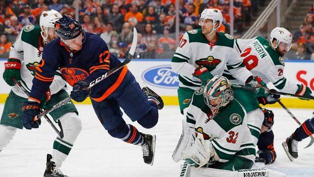 Hokejista Edmontonu Colby Cave skončil kvůli krvácení do mozku na jednotce intenzivní péče.