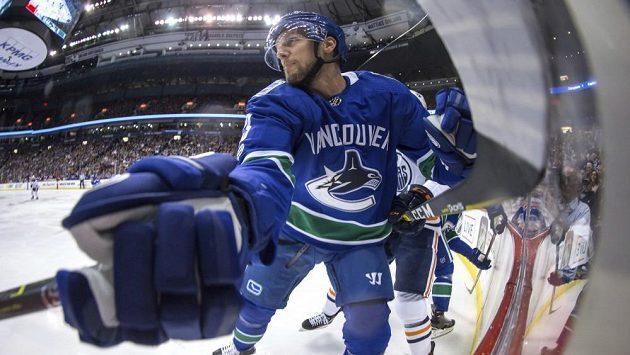 Švédský obránce Vancouveru Alexander Edler.