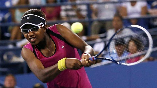 Victorie Duvalová v utkání se Samanthou Stosurovou.