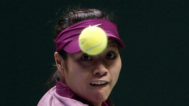Čínská tenistka Li Na v utkání s Italkou Erraniovou na Turnaji mistryň.