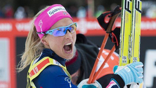 Norka Therese Johaugová se raduje z vítězství.