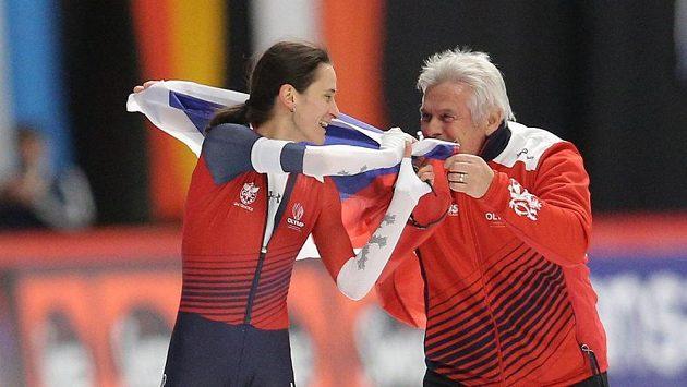 Martina Sáblíková se raduje s trenérem Petrem Novákem