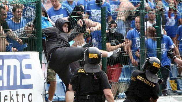 Výtržnosti fanoušků Baníku ve Zlíně.