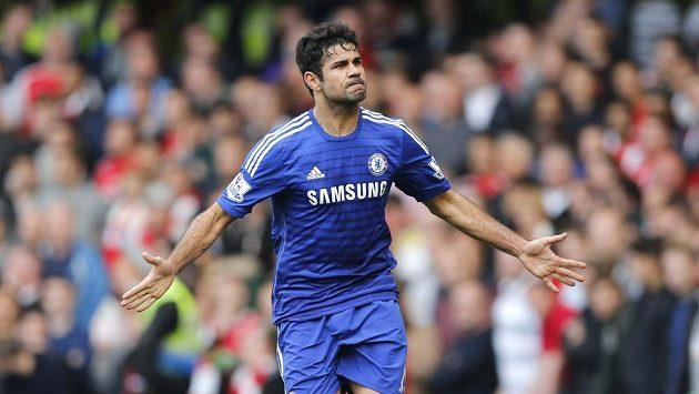 Diego Costa jásá po gólu Chelsea proti Arsenalu.