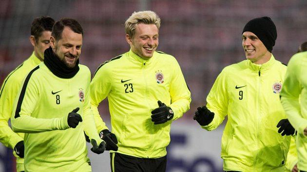 Fotbalisté Sparty (zleva): Marek Matějovský, Ladislav Krejčí a Bořek Dočkal během tréninku před utkáním Evropské ligy s Krasnodarem.
