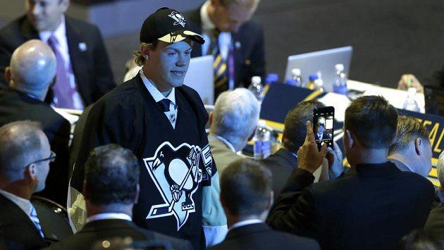 Daniel Sprong je blíže svému snu. Na draftu oblékl dres Pittsburghu.