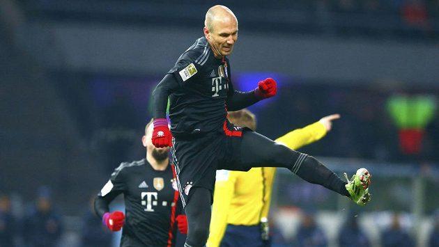 Arjen Robben se raduje z gólu, který vstřelil na hřišti Herthy Berlín.