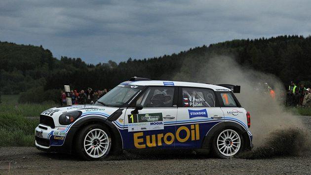 Václav Pech s vozem Mini John Cooper zvládl nejlépe vstup do Rallye Šumava Klatovy.