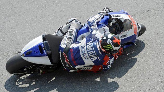Španělského motocyklistu Jorgeho Lorenza (na snímku) potkal při tréninku na VC Německa těžký pád.