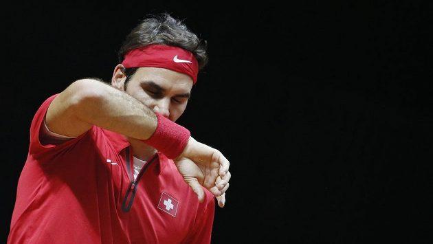 Smutný Roger Federer. Na Gaela Monfilse nestačil.