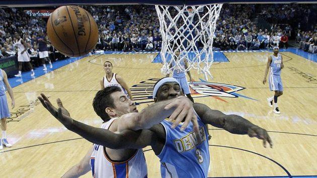 Basketbalisty Denveru táhl Ty Lawson (vpravo) s pětadvaceti body.