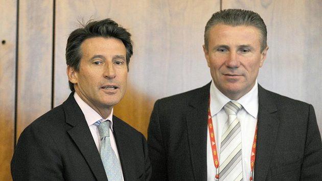 Sergej Bubka (vpravo) a Sebastian Coe, kandidáti na nového šéfa IAAF.