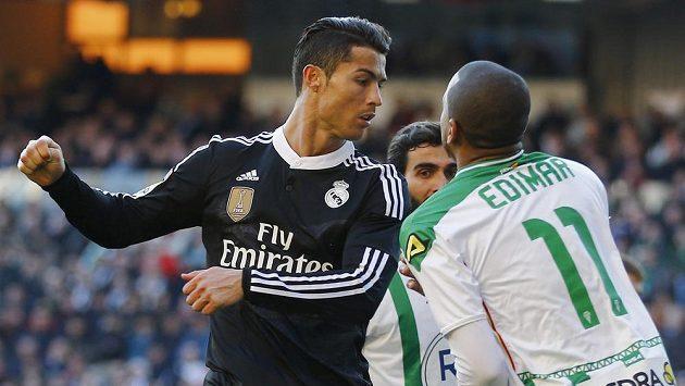 Cristiano Ronaldo v konfliktu s Edimarem.
