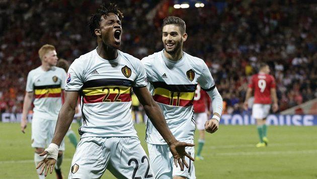 Belgičan Michy Batshuayi se raduje z gólu proti Maďarsku.