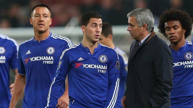 Vztah Edena Hazarda (druhý zleva) a Josého Mourinha (druhý zprava) není ideální.