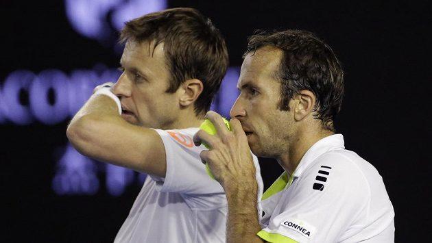 Danielu Nestorovi (vlevo) a Radku Štěpánkovi to v Melbourne klapalo parádně.