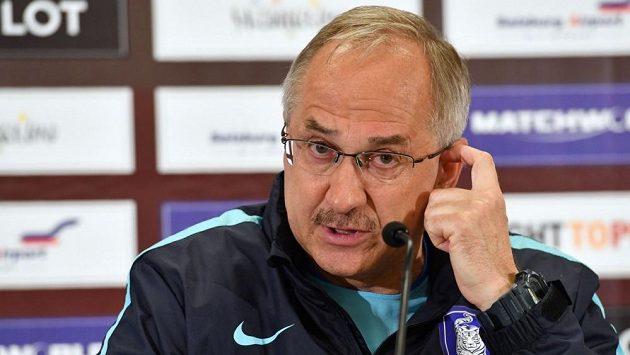 Německý trenér ve službách korejské fotbalové reprezentace Uli Stielike.