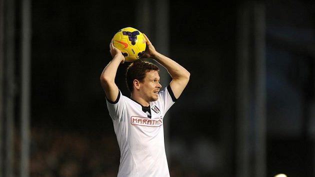 Obránce Fulhamu Sascha Riether.