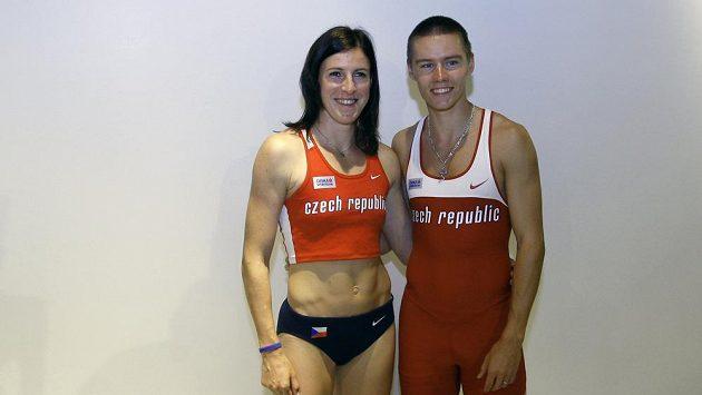 Atleti Zuzana Hejnová a Pavel Maslák v nových českých dresech.