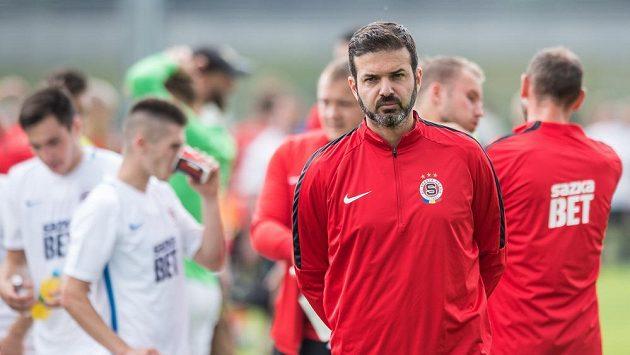 Trenér Sparty Praha Andrea Stramaccioni během přípravného utkání s FC MAS Táborsko.