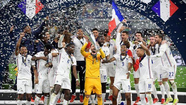 Francouzská fotbalová radost po triumfu ve finále Ligy národů.