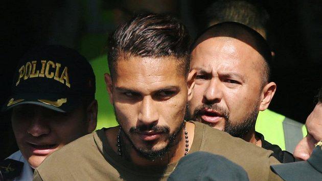 Distancovaný Peruánec Paolo Guerrero.