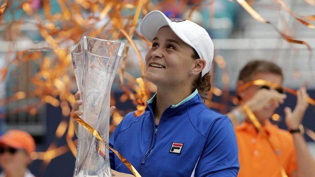 Vítězka tenisového turnaje v Miami Australanka Ashleigh Bartyová.