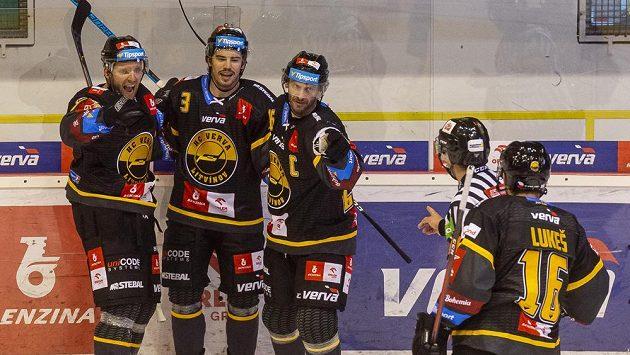 Hokejisté Litvínova se radují z gólu, zleva Tomáš Pospíšil, Patrik Demel, Viktor Hübl a František Lukeš.