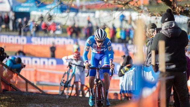 Český junior Jakub Ťoupalík v závodě Světového poháru cyklokrosařů v Táboře.