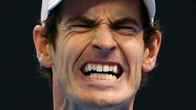 Brit Andy Murray při finále v Pekingu s Bulharem Grigorem Dimitrovem.