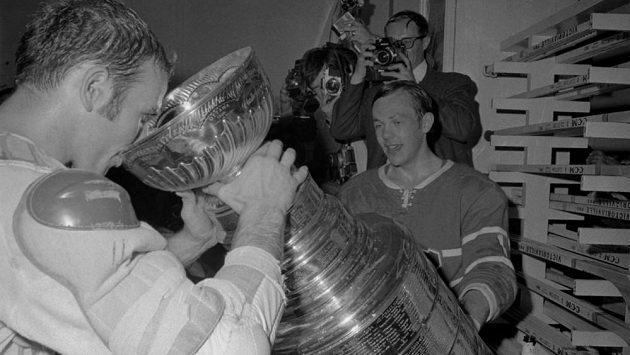 Bývalý kanadský hokejista Jacques Lemaire (vlevo) na archivním snímku z roku 1968.