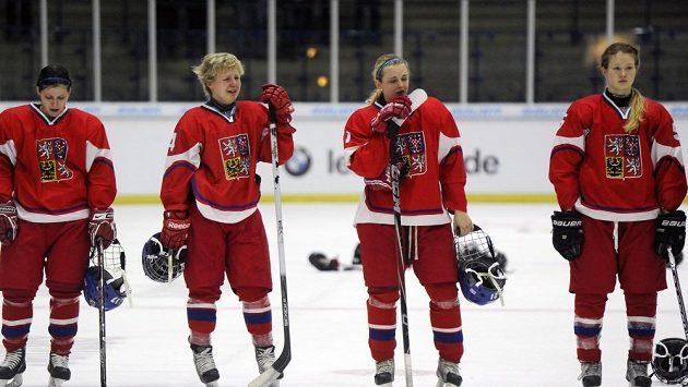 Smutné české hokejistky po utkání s Německem. Na OH se nedostaly.