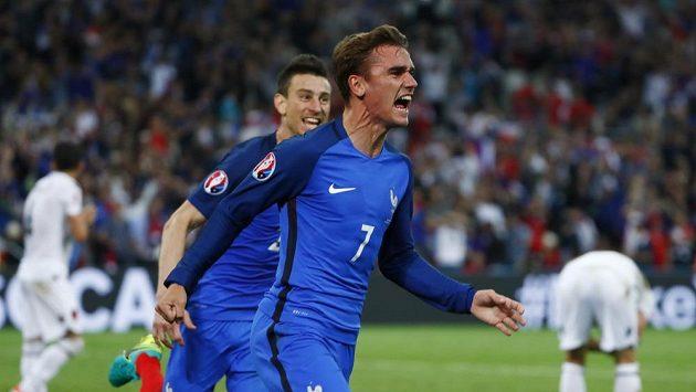 Antoine Griezmann poté, co dal první gól Francie proti Albánii.