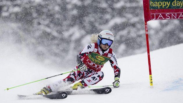 Rakušanka Eva-Maria Bremová na trati obřího slalomu SP v Jasné.