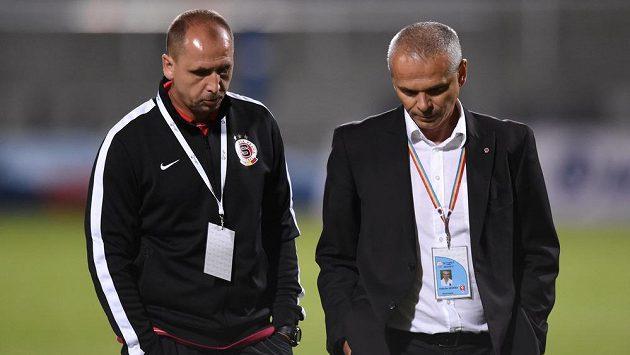 Trenéři Sparty Praha Zdeněk Svoboda (vlevo) a Vítězslav Lavička po utkání 5. kola Synot ligy s Duklou.