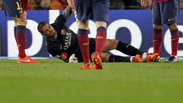 Bolestivá grimasa brankáře Barcelony Victora Valdése, který se zranil v utkání se Celtou Vigo.