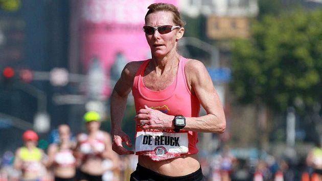 Colleen De Reucková v akci. Málo běžkyň zvládlo takové akce jako ona.