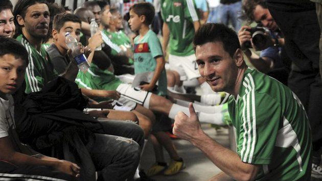 Lionel Messi před benefičním utkání v Medellínu.