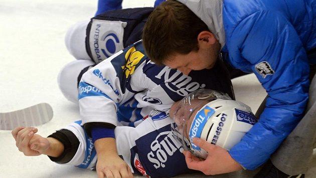 Zraněný plzeňský útočník Jan Schleiss.