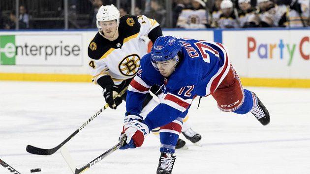 Útočník New Yorku Rangers Filip Chytil.