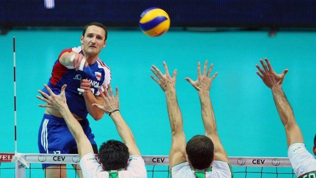Český volejbalista David Konečný při zápase národního týmu s Bulharskem.