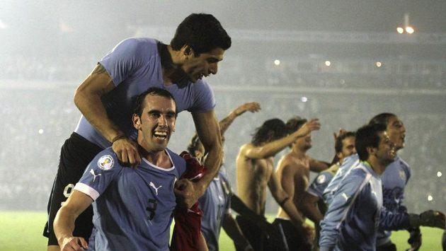 Fotbalisté Uruguaye se radují z postupu na mistrovství světa.