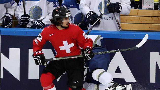 Švýcar Eric Blum v zápase s Kazachstánem.