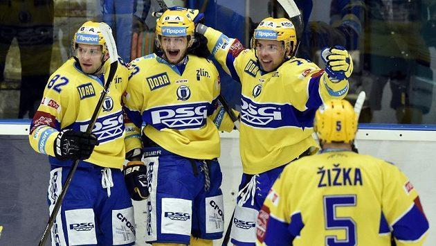 Zleva Dalibor Řezníček, Michal Popelka, Roberts Bukarts a Tomáš Žižka ze Zlína se radují z gólu proti Olomouci.