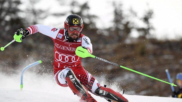 Rakouský lyžař Marcel Hirscher na trati slalomu při Světovém poháru ve finském Levi.